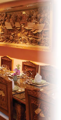 Photograph showing Aroi Thai interior decor and teak wood carvings